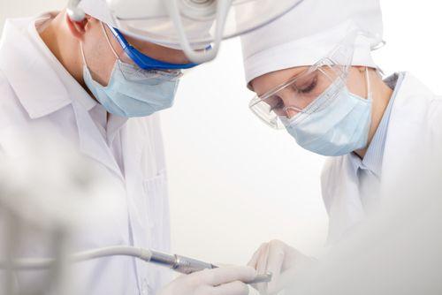 Oralchirurgie bei Dental Planet in Spanien, Rojales - Weisheitszahn ziehen, Zähne ziehen, Implantate, Zahn OP