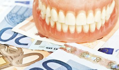 Affordable dentures and dental implants in our dental practice in Rojales, Spain.